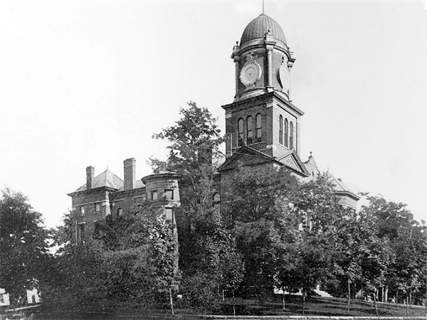 New Courthouse - 1900